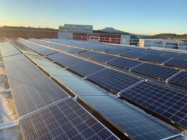 Haugalandkraft Hovedkontor Stord Heiane 80kWp solcelle anlegg med 67kWh batteribank
